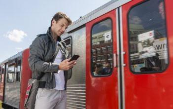 Deutsche verbringen immer mehr Zeit mit ihrem Smartphone 7