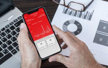Finanzcockpit besetzt Mobile-Schnittstelle zu Firmenkunden 8