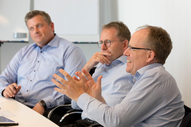Experten-Roundtable Kundenbindung: Banken und Sparkassen als digitale Lebensbegleiter 8