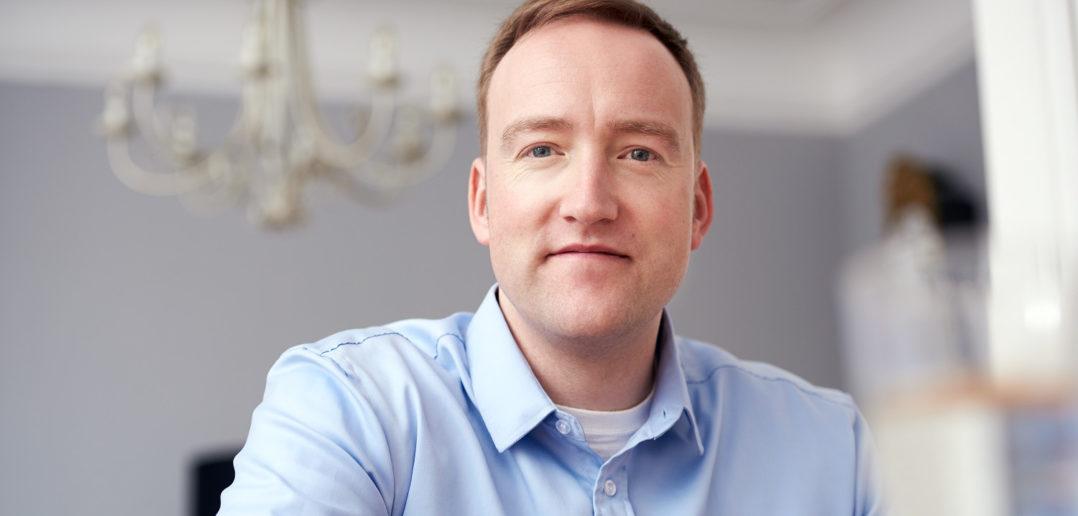 """""""Banken und Versicherungen sind nicht dort, wo die Aufmerksamkeit des Kunden ist"""" – Interview mit Digital Scout Dr. Robin Keira 1"""